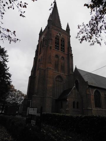 de westertoren van de kerk van Langemark