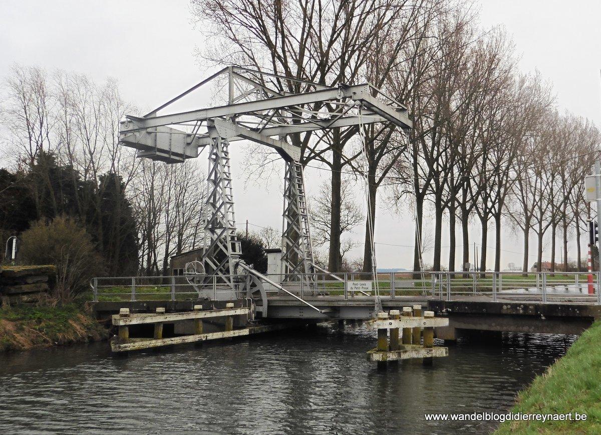 de ophaalbrug du Petit -Preux langs het Spierekanaal