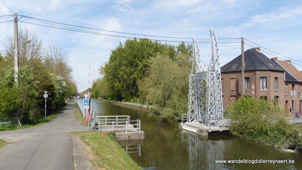 ophaalbruggetje langs kanaal Ath-Blaton