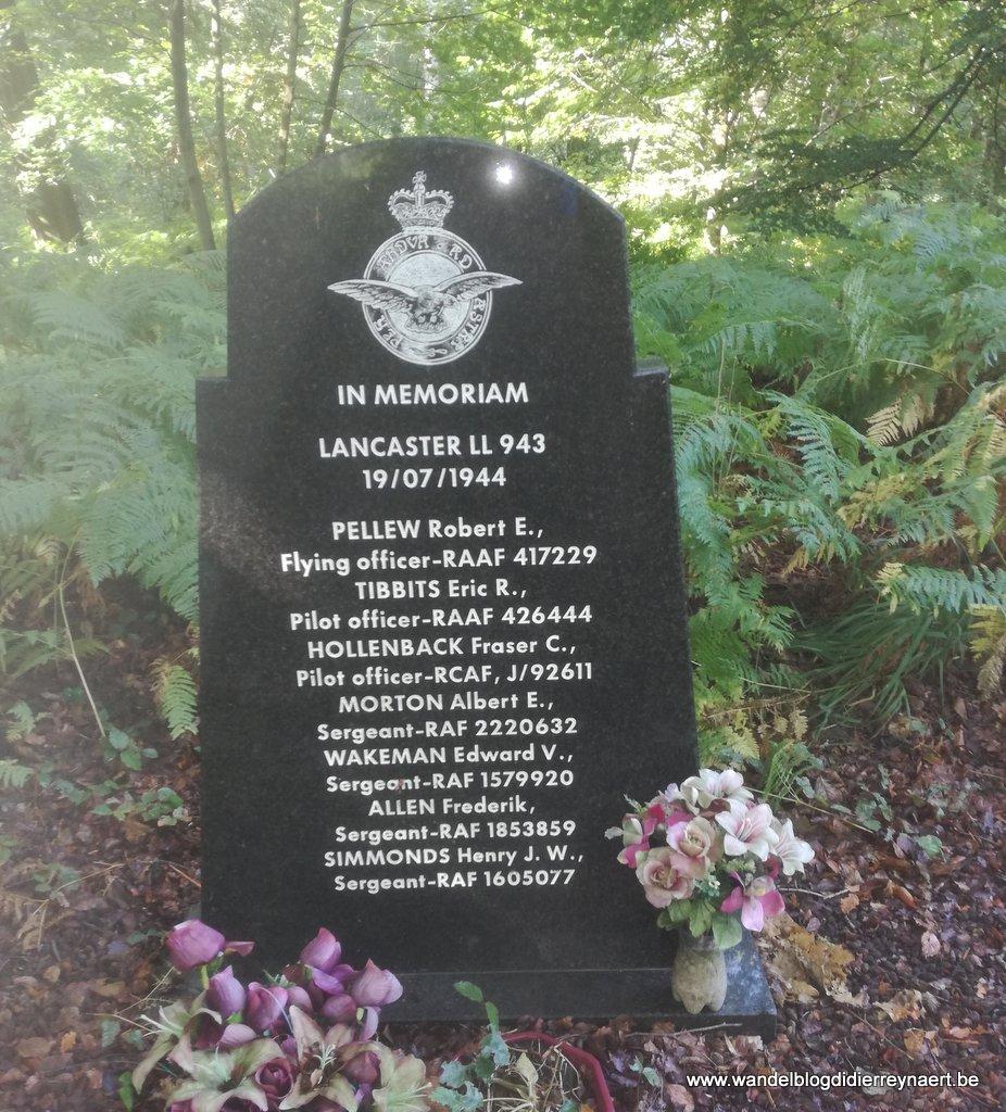 gedenksteen bemanning Lancaster LL943