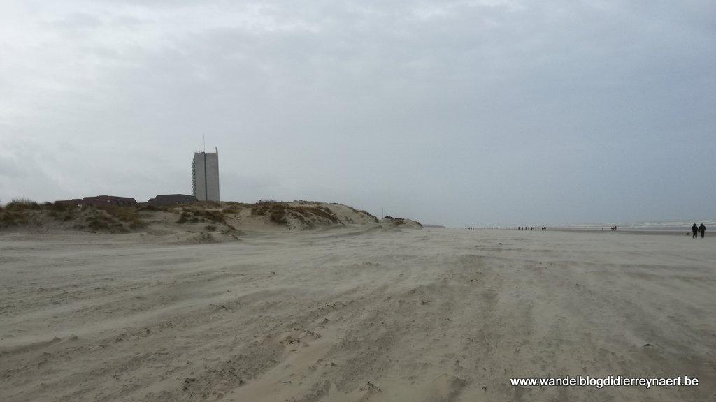 op het strand richting Oostduinkerke