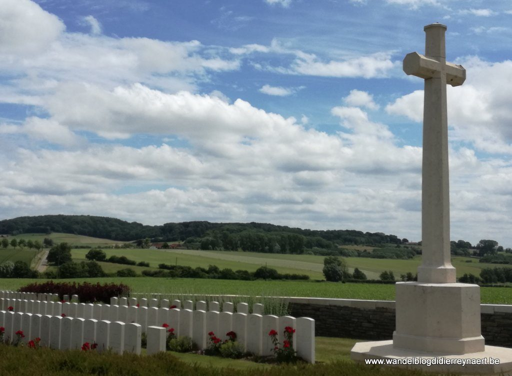 de Kemmelberg vanaf Locre Hospice Cemetery