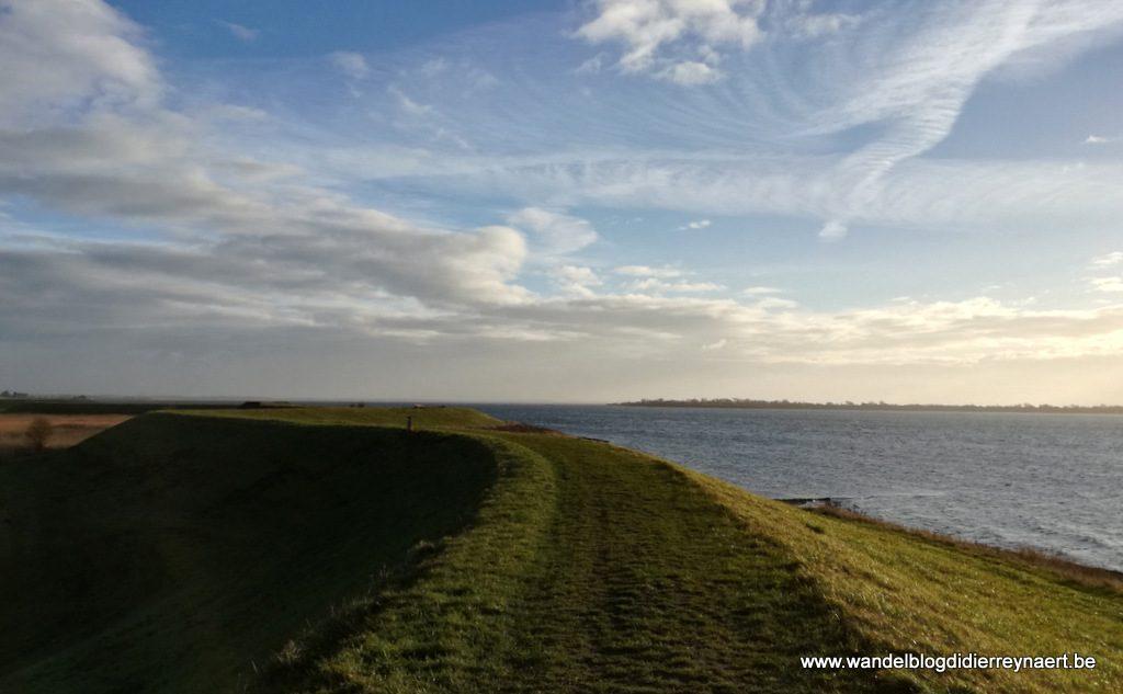 Oudelandse zeedijk bij de Preekhilpolder